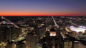 Michigan Detroit la noche aérea 4K de julio de 2017 inspira 2 almacen de video