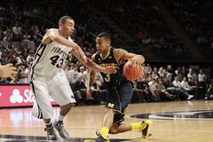 Michigan's Trey Burke. Drives to the basket against Penn State Royalty Free Stock Photos