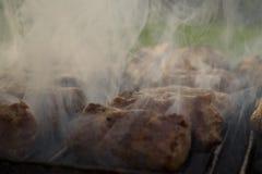 Mici - rumänisches des Sommers Lebensmittel traditionsgemäß Lizenzfreie Stockfotos