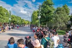 Mickey's Storybook Express parada przy Szanghaj Disneyland w Szanghaj, Chiny obrazy royalty free