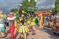 Mickey's Storybook Express parada przy Szanghaj Disneyland w Szanghaj, Chiny zdjęcie royalty free