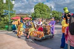 Mickey's Storybook Express parada przy Szanghaj Disneyland w Szanghaj, Chiny fotografia royalty free