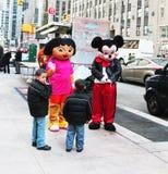 Mickey e Dora che incontrano i loro ventilatori fotografie stock