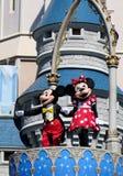 Mickey e Minnie em Cinderella Castle no reino mágico Imagens de Stock Royalty Free