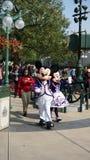 Mickey en Minnie Mouse in Disneyland stock afbeelding