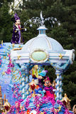 Mickey en Minnie Mouse in Disneyland Parijs op parade Stock Foto