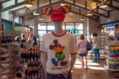 Mickey GLB met vrolijke vriendschappelijke kleuren bij opslag in Disney springt bij het Uitzicht van Meerbuena op stock foto's