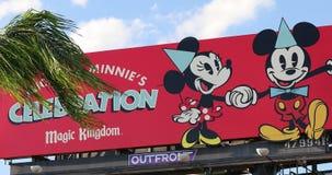 Mickey Minnie Celebration Magic Kingdom firma dentro Orlando Florida del centro U.S.A. video d archivio