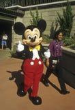 Mickey Mouse da los pulgares para arriba Fotos de archivo libres de regalías