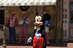 Mickey Mouse en Disneylandya Imagen de archivo libre de regalías