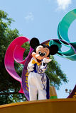 Mickey Mouse en un desfile Imagen de archivo