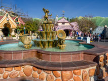 Mickey Mouse-fontein in Toontown Stock Foto