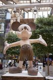 Mickey Mouse-Holzstatue stockfotos