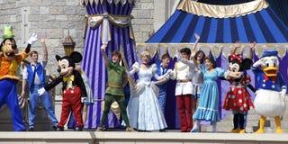 Mickey Mouse och vänner på etapp på den Disney världen Orlando Florida royaltyfri foto