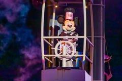 Mickey Mouse-Segeln auf Fantasmic-Show an Hollywood-Studios bei Walt Disney World 3 stockbild