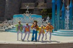Mickey teraźniejszość: Szczęśliwy Rocznicowy Disneyland Paryż fotografia royalty free
