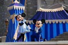 Mickey und Minnie im magischen Königreich Stockbild