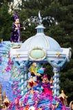 Mickey y Minnie Mouse en Disneyland París en desfile Foto de archivo