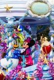 Mickey y Minnie Mouse en Disneyland París en desfile Imágenes de archivo libres de regalías