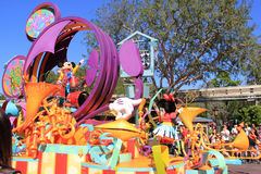 Mickey y Minnie Mouse en el desfile de Disney Imágenes de archivo libres de regalías