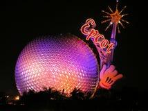 Mickeys centrerar magiska wand på Epcot vid natten, Orlando Arkivbild