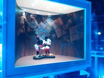 Micky en Minnie Mouse in de Swarovski-Kerstmis-Tentoonstelling stock foto's