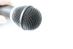 Micrófono aislado en el fondo blanco Fotos de archivo