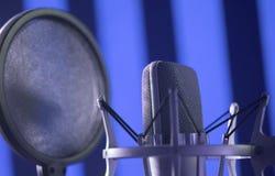 Micrófono de la voz del estudio de grabación imagen de archivo libre de regalías