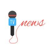 Micrófono del canal de televisión con las letras de las noticias Imagen de archivo libre de regalías