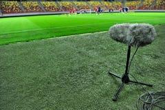 Micrófono del deporte en el estadio de fútbol Foto de archivo libre de regalías