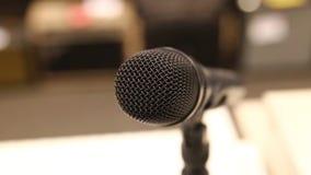 Micrófono dinámico profesional para la canción almacen de video