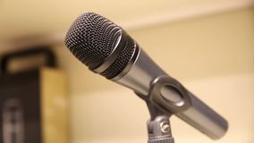 Micrófono dinámico profesional para la canción, almacen de video