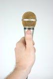 Micrófono a disposición que ofrece el mic Imágenes de archivo libres de regalías