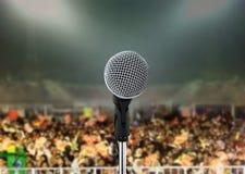 Micrófono en concierto vivo Foto de archivo libre de regalías