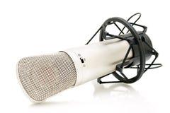 Micrófono en el fondo blanco Imagen de archivo libre de regalías