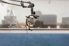 Micrófono en el sitio de la grabación, metal mic Fotos de archivo libres de regalías
