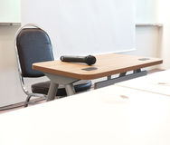 Micrófono en la sala de conferencias imágenes de archivo libres de regalías