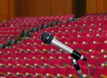 Micrófono en sala de conferencias Foto de archivo libre de regalías