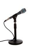 Micrófono en un soporte del mic en blanco Fotos de archivo