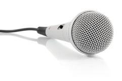 Micrófono metálico gris con el cable Imagen de archivo libre de regalías