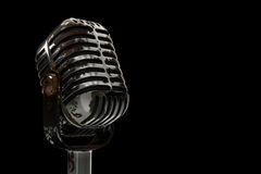 micrófono oxidado viejo del ejemplo 3d en un fondo negro Fotos de archivo libres de regalías