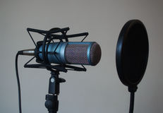 Micrófono profesional del estudio del tubo de vacío foto de archivo