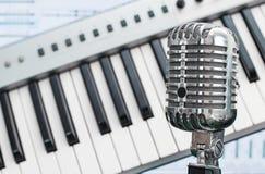 Micrófono retro Foto de archivo libre de regalías