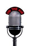 Micrófono retro con en la muestra del aire cortada Fotos de archivo libres de regalías