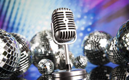 Micrófono retro del estilo, fondo de la música Foto de archivo libre de regalías