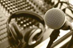 Micrófono y auriculares Imágenes de archivo libres de regalías