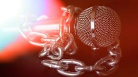 Micrófono y cadena La libertad de prensa es concepto en peligro - concepto del día de la libertad de prensa del mundo Fotos de archivo libres de regalías