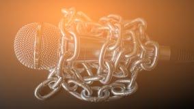 Micrófono y cadena La libertad de prensa es concepto en peligro - concepto del día de la libertad de prensa del mundo Foto de archivo libre de regalías