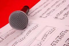 Micrófono y música Imagenes de archivo