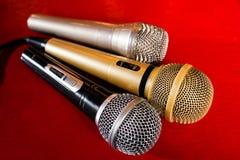 Micrófonos del oro, de la plata y del bronce Fotos de archivo libres de regalías